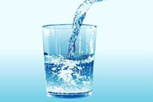 uống nước là yếu tố quan trọng khi bạn tập thể hình